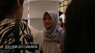 edu-fair-2017-yang-jaga-stand-lpdp