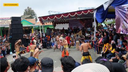 kesenian lokal pada dieng culture festival (1)