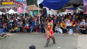 kesenian lokal pada dieng culture festival (2)