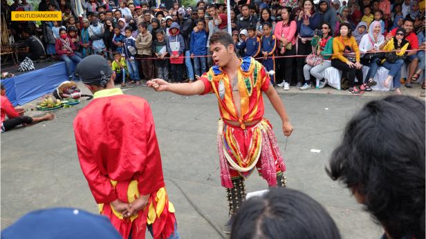 kesenian lokal pada dieng culture festival (3)