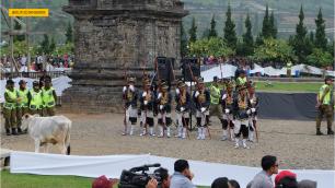 pemotongan rambut gimbal dieng culture festival (4)