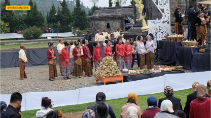 pemotongan rambut gimbal dieng culture festival (5)
