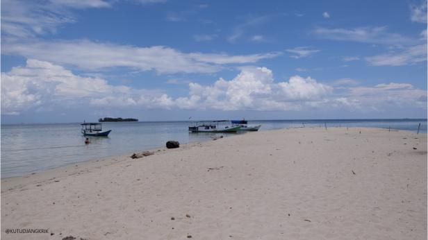 pasir putih di pulau cemara