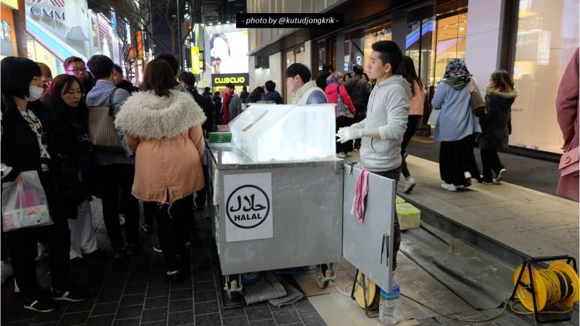 15. Logo halal di beberapa outlet makanan myeongdong