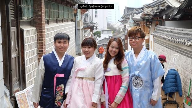 3. pakaian hanbok di bukchon hanok village