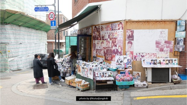 4. poster dan foto artis-artis korea